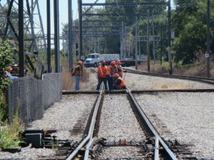 railroad-workers-185543_1280-300x225-3318209